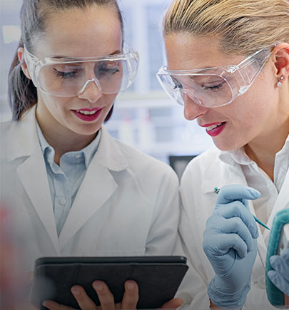 2 female technicians in a lab